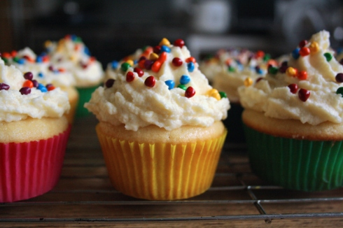 Vanilla Cupcakes with the Best Vanilla Frosting | Kwanster*~