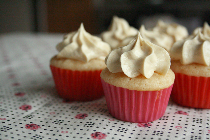 Mini Cupcakes with Caramel Frosting | Kwanster*~